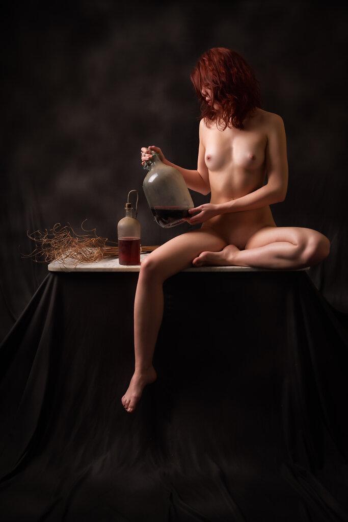 Akt mit Flaschen